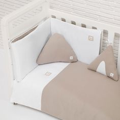 Las más originales y modernas cunas convertibles Alondra Bed Pillows, Pillow Cases, Toddler Bed, Alondra, Textiles, Color Beige, Furniture, Home Decor, Youth Rooms