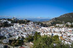 Spaniens Weiße Dörfer, oder pueblos blancos, sieht man vor allem im Süden. Wir stellen fünf unserer liebsten Dörfer vor und geben Tipps fûr Familien.