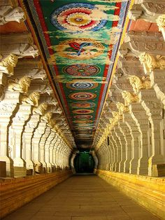 Corridor of Ramnathswamy Temple, the largest in the world in Rameshwaram, India. Ramanathaswamy Jyotirlinga Temple is a famous Hindu temple dedicated to god Shiva located in the island of Rameswaram in the state of Tamil Nadu, India. Architecture Antique, Indian Architecture, Beautiful Architecture, Beautiful Buildings, Temple Architecture, Architecture Images, Religious Architecture, Temple Indien, Indian Temple