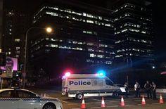 Ein 15-Jähriger aus einer irakisch-kurdischen Familie hat in Australien einen Polizeimitarbeiter erschossen. Die Polizei vermutet einen Terrorakt. Eine Erklärung für die Tat gibt es bislang nicht.