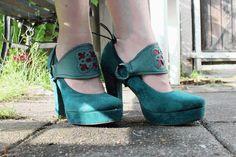 DIY Clothes Women Refashion :  DIY Cinderella Straps