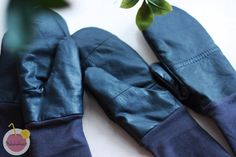 Mittens from recycled leather