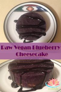 """Raw vegan """"cheesecake"""" or blueberry smoothie pie"""