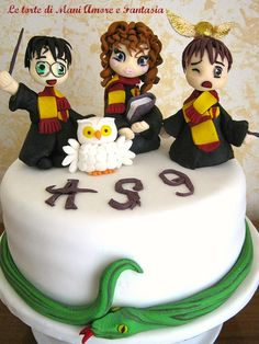Too cute Harry Potter cake toppers