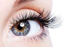 Os cílios levantam o olhar, mas precisam de cuidados. Confira o manual diário de cuidados elaborado pela Dra. Claudia Marçal, dermatologista, para manter seus cílios saudáveis. www.flashesefatos.com.br