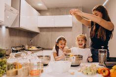 Madre con dos hijas en la cocina para ho...   Free Photo #Freepik #freephoto Two Daughters, Baking, Silhouette, Kitchen, Wedding, Free, Vegetarian, Home, Vegetable Salads