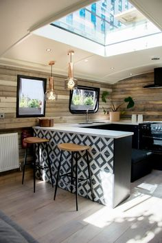 The Boathouse London by Katie Hanton of Ackroyd Lowrie The Boathouse London par Katie Hanton de Ackroyd Lowrie Interior Design, House Interior, Rustic Design, Interior Architect, Boat House Interior, House, Home, Lakefront Living, House Boat
