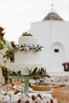 Stunning white cake with leafy accents. Event Design: Amore In Italia #wchappyhour ---> http://www.weddingchicks.com/2014/06/02/wedding-chicks-happy-hour-9/