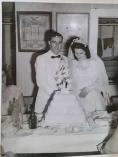 My grandparents' wedding in the Chic Vintage Brides, Vintage Wedding Photos, Vintage Weddings, Vintage Bridal, Wedding Pictures, 1940's Fashion, Bridal Fashion, Beautiful Wedding Gowns, Beautiful Bride