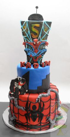 By Yari Gonzalez www.facebook.com/cakesbyyari Spider-man - Spider-man cake! KADIN TOPPERS are candle holders. Doc Oct, Spidey, Venom are made from gum paste.