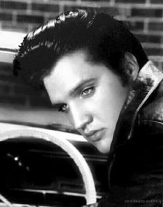BEAUTIFUL PICTURE OF {THE KING} ELVIS PRESLEY....R.I.P                                                                                                                                                                                 More
