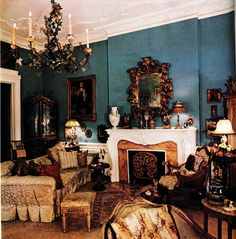 The Peak of Chic®: Iris Apfel, Visual Gourmet Mantle Styling, Bohemian Room, Fireplace Mantle, Dream Decor, Country Christmas, Living Room Decor, Living Rooms, Chinoiserie, Decoration