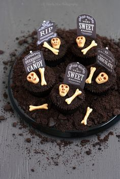 Spooky Graveyard Cupcakes for Halloween!