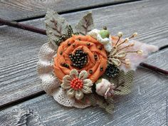 Shabby Chic Flowers, Lace Flowers, Fabric Flowers, Textile Jewelry, Fabric Jewelry, Brooches Handmade, Handmade Flowers, Artisanats Denim, Fabric Flower Brooch