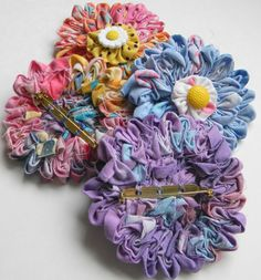 sharnymcclarny: Tutorial on Ruched Floral Pins. 33 inches long by 1 inches wide, turn in and press inch on both long sides. Fabric Ribbon, Fabric Art, Fabric Crafts, Sewing Crafts, Sewing Projects, Faux Flowers, Diy Flowers, Fabric Flowers, Paper Flowers