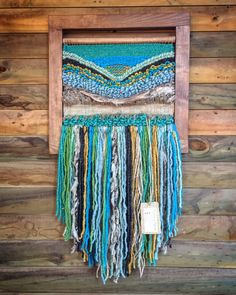 Made in Chile with natural wool, wood and driftwood from Lago Puyehue. It takes me 3 weeks to do it and three more weeks the delivery. Weaving Art, Tapestry Weaving, Hand Weaving, Ideas Paso A Paso, Macrame Wall Hanging Diy, Textiles, Adult Crafts, String Art, Knitting Yarn