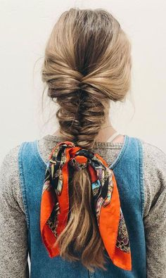 21 Pretty Ways To Wear A Scarf In Your Hair : 21 pretty ways to wear a scarf in your hair, easy hairstyle with scarf , hairstyles for really hot weather #hairstyle #Pretty #Ways #Wear Beach Hairstyles For Long Hair, Bandana Hairstyles, Long Wavy Hair, Casual Hairstyles, Cute Hairstyles, Ponytail Hairstyles, Wedding Hairstyles, Ways To Wear A Scarf, How To Wear Scarves