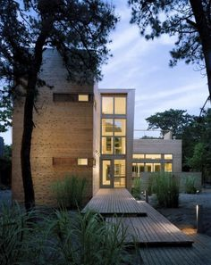 Completed in 2007 in Fire Island Pines, United States. Images by Judy Davis. The House on Fire Island is a summer beach house in the resort community of the Pines on Fire Island New York. The typology of the homes in the Pines. Residential Architecture, Amazing Architecture, Interior Architecture, Installation Architecture, Contemporary Architecture, Modern Entrance, Entrance Design, Modern Entry, Fire Island New York