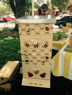 History Of Beekeeping Bee Hives Boxes, Bee Boxes, Beehive Design, Bee Pictures, Honey Bee Hives, Honey Bees, Bee Hive Plans, Buzz Bee, Raising Bees
