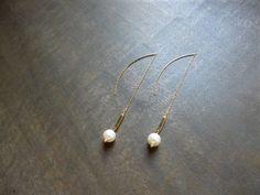"""Boucles d'oreilles dorées """"Ayla"""" avec perles swarovski : Boucles d'oreille par les-bijoux-d-aki"""
