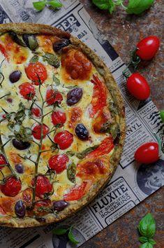 Kakkuviikarin vispailuja!: Tomaatti-mozzarellapiirakka pestopohjalla Prosciutto, Mozzarella, Vegetable Pizza, Pesto, Quiche, Vegetables, Breakfast, Food, Breakfast Cafe