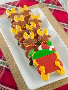 How to make a Santa in Flight cookie platter! Use custom cookie cutters to create this dynamic, decorated cookie scene! By Semi Sweet Designs