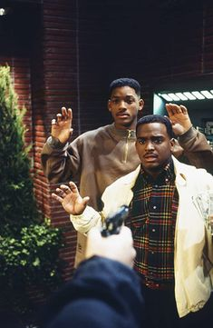 Will Smith and Alfonso Ribeiro in The Fresh Prince of Bel-Air Will Smith Tv Show, Fresh Prince Theme, Willian Smith, Prinz Von Bel Air, French Prince, Black Cartoon Characters, New Jack Swing, Dance Music Videos, 90s Hip Hop
