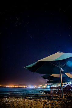 Mar, playa y cielo nocturno