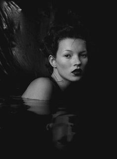 Image about beautiful in kate moss and johnny depp by camila lago Ella Moss, Karl Lagerfeld, Moss Fashion, Women's Fashion, Queen Kate, Heroin Chic, Miss Moss, Stephanie Seymour, Linda Evangelista