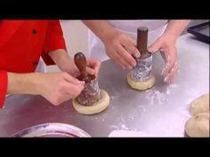 ▶ Dickinson & Morris Melton Mowbray Pork Pie - YouTube Not strictly speaking medieval but similar to many medieval recipes. Melton Mowbray Pork Pie, Side Dish Recipes, Side Dishes, Medieval Recipes, Savoury Pies, Scottish Recipes, Fifa, Scotland, Ireland