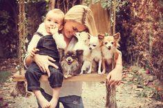 """O calendário """"Não abandone seu peludo quando o bebê chegar"""" faz parte de uma campanha beneficente do Instituto Luisa Mell para acabar com o abandono de animais e conscientizar a população sobre a convivência de pets e crianças."""