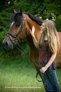 Senior picture ideas, Senior portrait with horse, outside portraits.