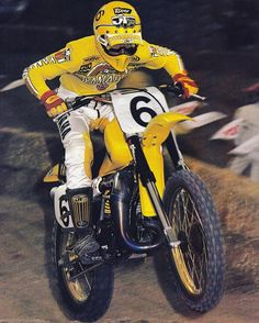 1982 broc Glover on his #worksbike aircooled OWyamaha250 #factoryyamaha that suspension @mxgoldenboy #badtothecore #2stroke #legendsofmotocross #eyeofthetiger 6 time ama motocross champion for factory Yamaha and he could ride the wheels off 500cc yamaha