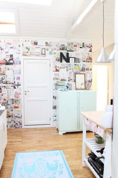 How about this for an inspirational wall? Like if you had this little space that was all your own separate from the rest of the living space. Or hey a kids/teenagers room.