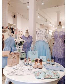 Venez nous voir come visit us! Découvrez notre nouvelle boutique soeur @boudoir1861 / Discover our new bridal boutique #boutique1861 #colorful #hellospring #bluedress #promdress #resortdress #bridesmaids #prettydress #vintagestyle #ootdmontreal #promdressshopping #mtlmoments