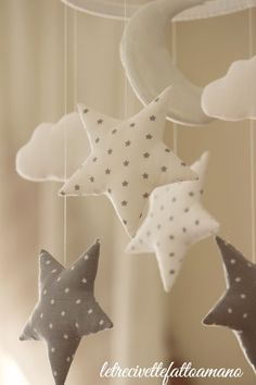 mobile for cradle mobile etoile- stars baby room Star Mobile, Cloud Mobile, Baby Crafts, Felt Crafts, Diy And Crafts, Baby Boy Rooms, Baby Boy Nurseries, Diy Bebe, Baby Zimmer