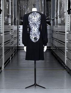 Yves Saint Laurent, Automne - Hiver 1970 - 1971, don de madame Catroux, vue de la robe du soir courte, back