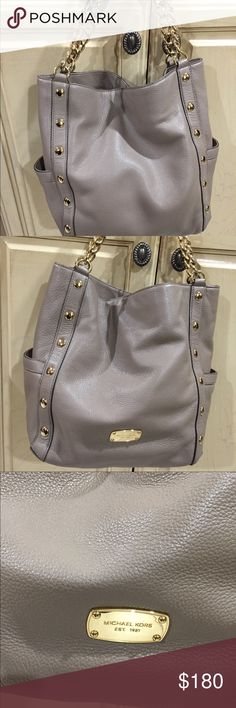 Michael Kors Leather Shoulder Tote Large Leather shoulder Tote Camel Goldtone Hardware Looks like new— used very little  No stains or marks outside or inside Michael Kors Bags Shoulder Bags