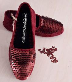 Crochet Shoes, Crochet Slippers, Diy Crochet, Bobble Stitch Crochet, Diy Crafts Knitting, Bargello Needlepoint, Diy Gifts For Friends, Slipper Socks, Baby Knitting Patterns