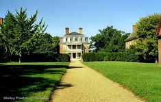 10 Most Beautiful Historic Southern Plantation Homes You Can Visit. If experiencing the storied history and architectural beauty of a southern plantation home is in your future, then these charming historical Southern plantations should not be missed: Shirley Plantation, Belle Meade Plantation, Magnolia Plantation, Southern Plantation Homes, Southern Plantations, Plantation Houses, Beautiful Gardens, Most Beautiful, Abandoned Mansions