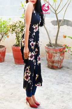 Black Floral Printed Crepe Sleeveless Front Slit Kurti Latest Kurti Design LATEST KURTI DESIGN | IN.PINTEREST.COM FASHION #EDUCRATSWEB