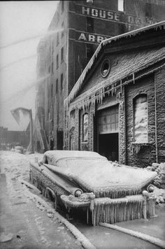 Photo taken as firemen fight a fire during icy weather New York 1960 - by Al Fenn - USA : source Getty images. Buick Electra, Ford Capri, Photos Du, Old Photos, Vintage Photos, Nice Photos, Austin Martin, Vintage Cars, Antique Cars