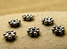 Daisy Bead Spacers  6 Pieces by PisceanDreams on Etsy, €4.50