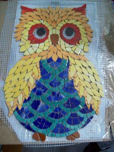6019a2cbe784e1d88e7619249bf54dde Owl Mosaic, Mosaic Garden Art, Paper Mosaic, Mosaic Pots, Mosaic Birds, Mosaic Glass, Mosaic Art Projects, Mosaic Crafts, Stained Glass Projects