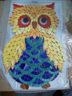 6019a2cbe784e1d88e7619249bf54dde Owl Mosaic, Mosaic Garden Art, Mosaic Pots, Mosaic Birds, Mosaic Diy, Mosaic Crafts, Mosaic Projects, Stained Glass Projects, Stained Glass Art