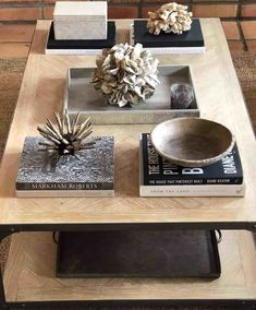 Coffee Table Book Decor Ideas Eight Tips for Styling the Perfect Coffee Table - Cindy Hattersley Des Coffee Table Vignettes, Coffee Table Styling, Coffee Table Books, Decorating Coffee Tables, Coffee Table Design, Books Decor, Large Square Coffee Table, Table Cafe, Driven By Decor