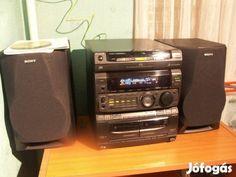Sony HiFi torony hangfalakkal eladó: Sony MHC 771 HiFi torony eladó  Egy kivételesen szép hangú, s nagy tudású torony 3 utas bass-reflexes hangfalaival eladó. Jelenleg egy Silvercrest távirányítóval használom. Az nem eladó. A torony erősítő része 2x40W-os, rengeteg hangszín állítási lehetőséggel. Külön video bemenettel. Több féle hang-effektek. A rádió érzékeny, stabil.  Ébresztő óra beállítási lehetőség (CD, tuner, deck-re ébreszt).  A 3 cd-s játszó része hibátlanul olvassa az írott…