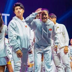 Image may contain: one or more people and people standing Ranz Kyle, Siblings Goals, Best Profile, Y & T, Youtube Stars, Looking For Someone, Know Who You Are, Filipina, Korean Outfits