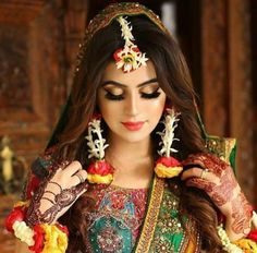 Our favorite 51 indian bridal makeup looks – wedabout Mehndi Outfit, Indian Bridal Fashion, Indian Bridal Makeup, Pakistani Wedding Outfits, Bridal Outfits, Pakistani Bridal Hair, Bridal Makeup Looks, Bridal Looks, Bridal Style