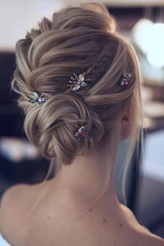 Planning to wear your hair in an elegant updo on the big day? Then this pretty chignon hairdo by could be a great… Romantic Wedding Hair, Short Wedding Hair, Wedding Hairstyles For Long Hair, Bride Hairstyles, Hairstyle Ideas, Elegant Wedding, Summer Wedding, Perfect Hairstyle, Hairstyle Wedding
